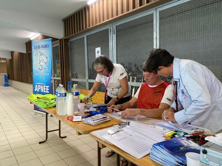 L'équipe de choc de la Commission Régionale Apnée Ile-de-France sans laquelle cette compétition n'aurait pas pu avoir lieu avec Sylvie SICRE BELLAGE, Marjolaine SPIESS et Henri-Pierre MADHER.